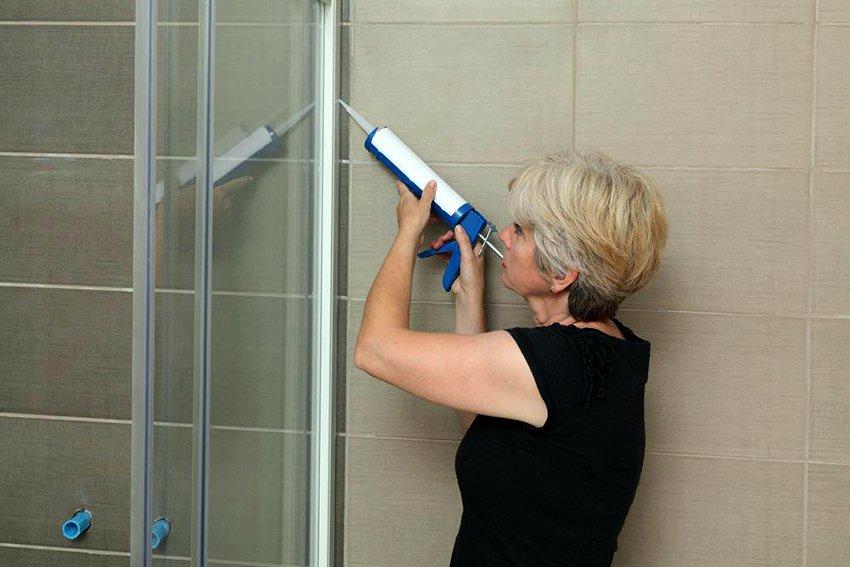 Герметик для ванной: всепригодный материал в решении почти всех задач