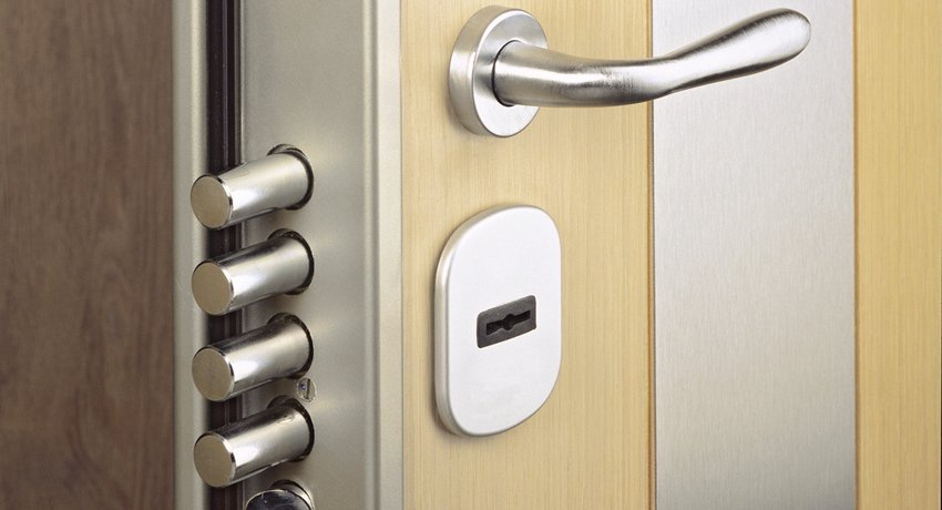 Замок для железной двери: выбор надежного устройства для защиты жилья
