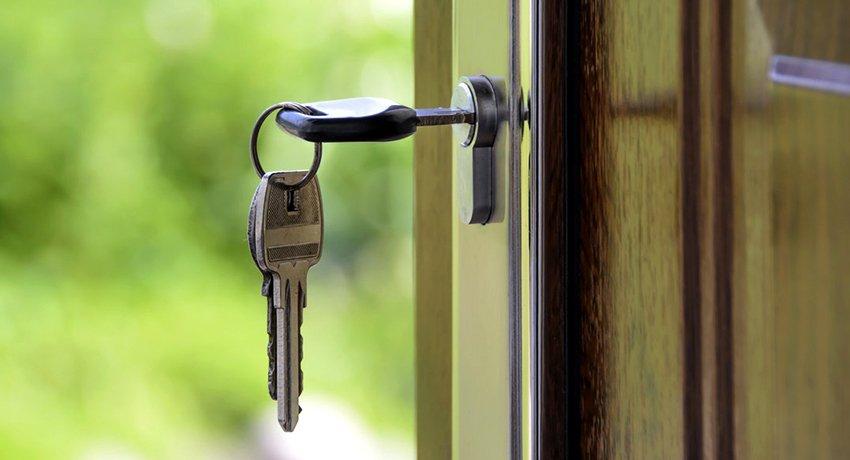 Замок врезной для древесной двери: надежная защита квартиры от взлома